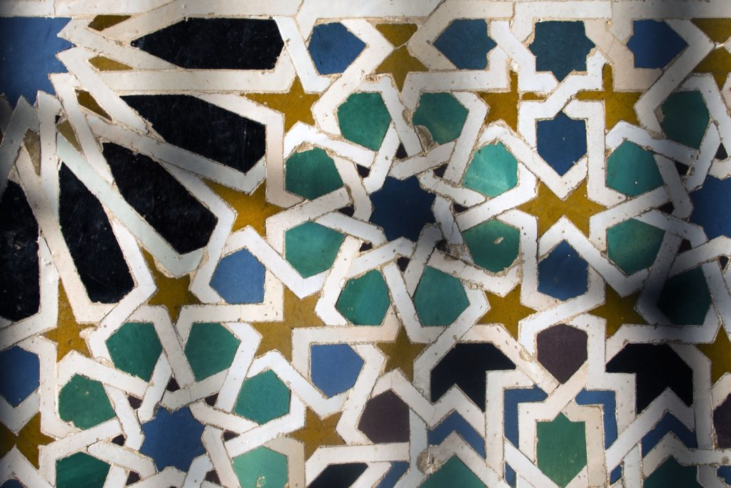 Detalle de azulejo en La Alhambra de Granada