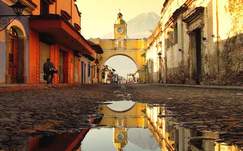 Viaje a Guatemala Calle en Antigua Guatemala