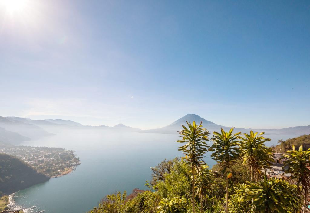 Viaje a Guatemala lago atitlan volcan